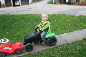 Kind auf Kindertraktor - Gäste v. Josef Günter - zur Veröffentl. genehmigt