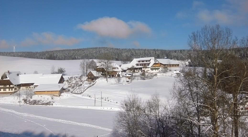 Biobauernhof im Winter mit herrlichem Schnee
